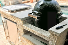 Outdoor-kitchen-with-big-green-egg-min